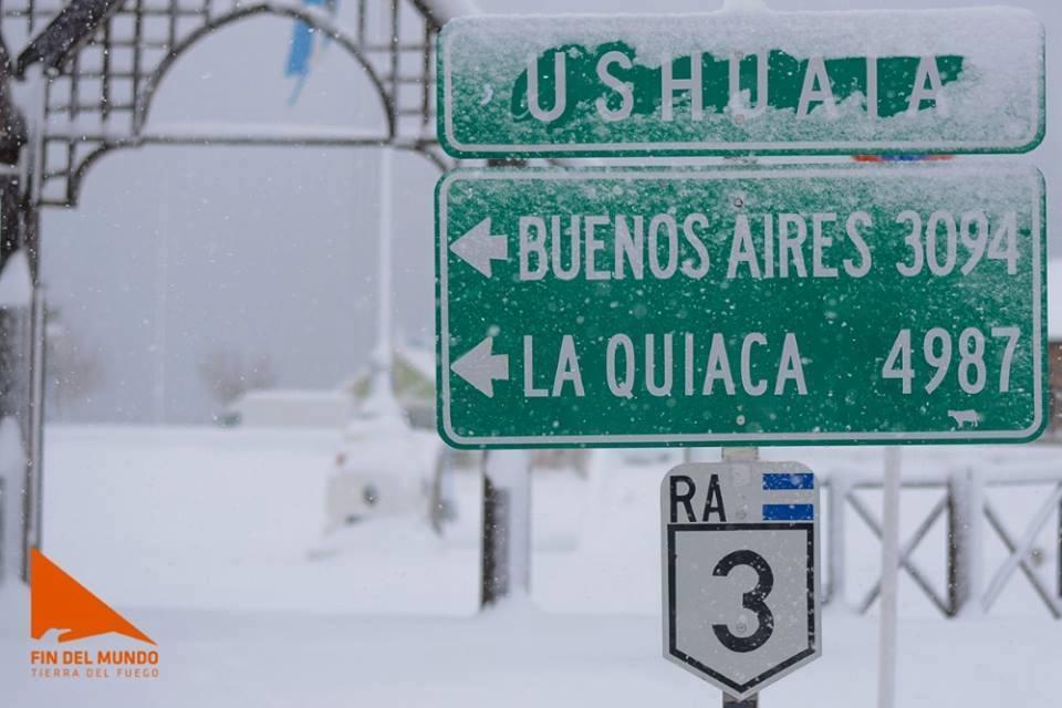 cartel en Ushuaia, temporada de invierno