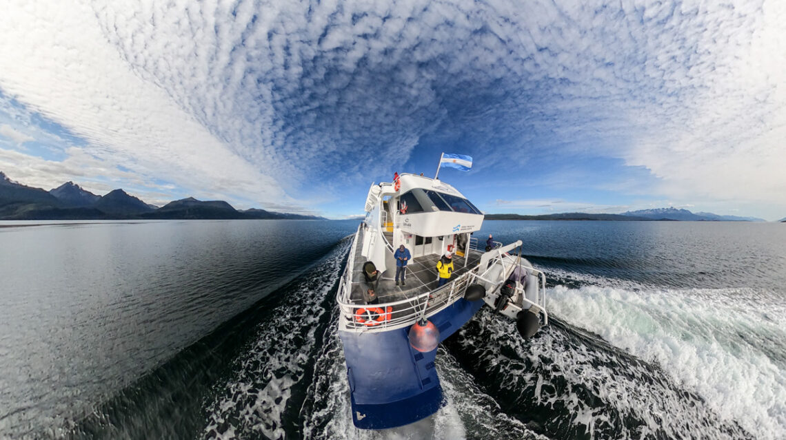 Navegación por el Canal Beagle en el Ushuaia Explorer